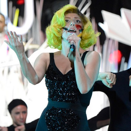Леди Гага И Ее Ошеломительный Образ с Желтыми Волосами Смотрим Фото