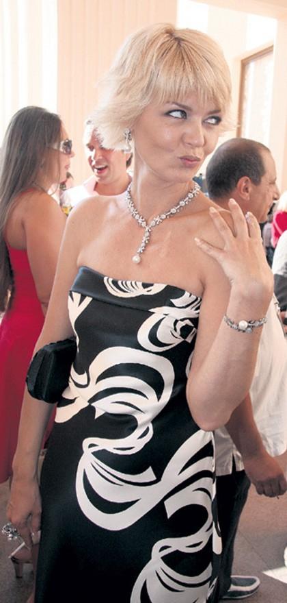 Юлия Меньшова и ее причёски на разную длину волос фотографии