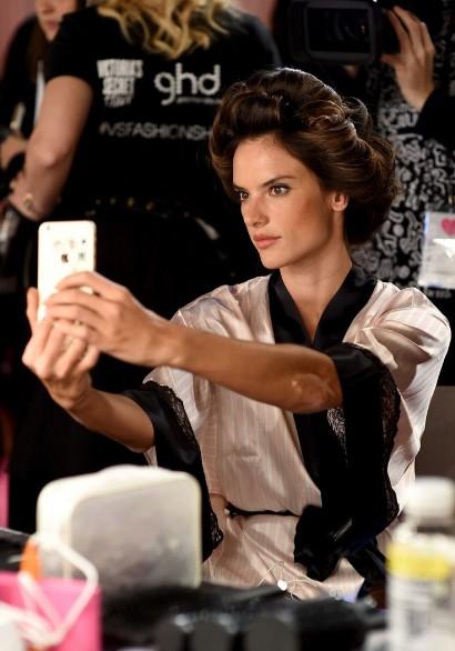 Сделать прически локоны, как у моделей «Виктории Сикрет» фото и видео