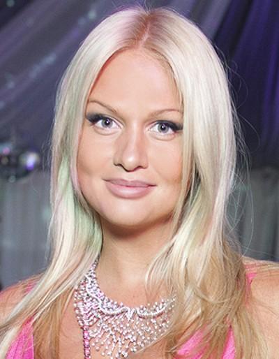 Суперические Прически Виктории Лопыревой на длинные волосы фото подборка