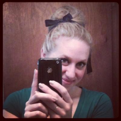 Средние прически – пучок с лентой фото и видео подборка