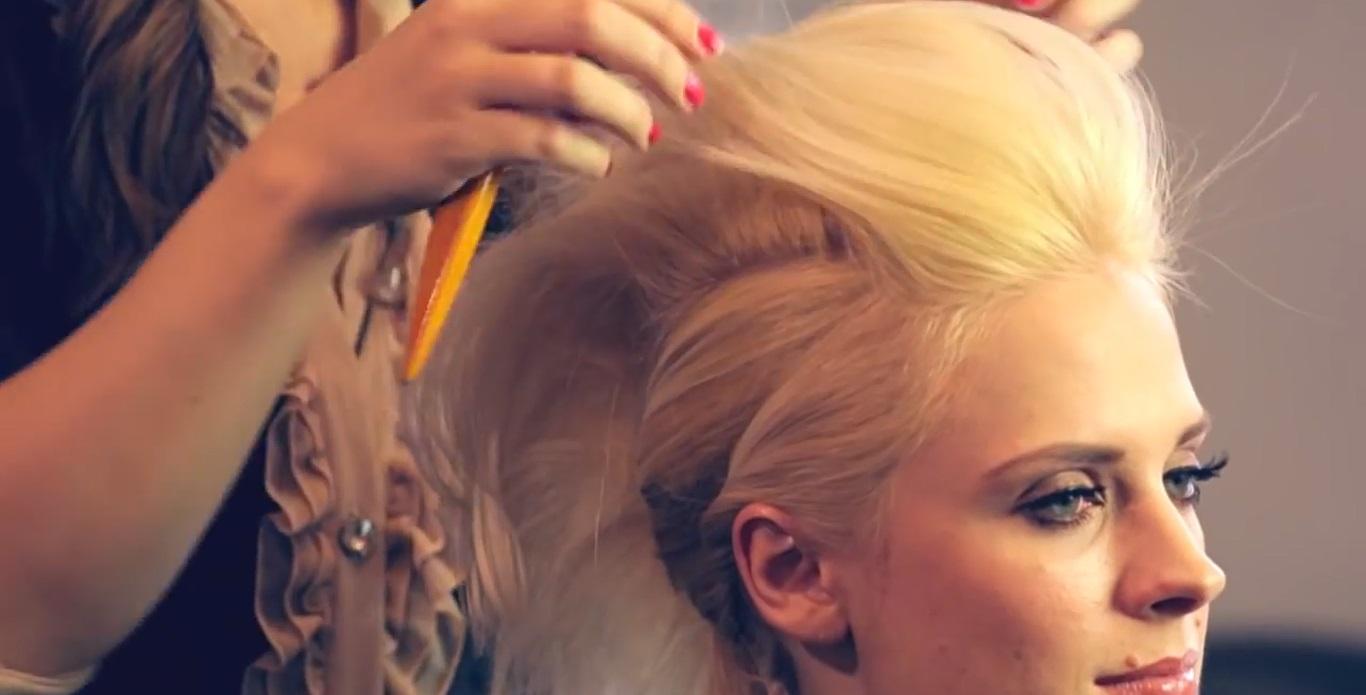 Прическа Джулианы Хаф с локонами и начесом фото и видео материалы