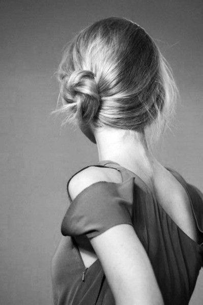 Небрежные пучки на средние волосы фото, схемы в картинках и видео пособия