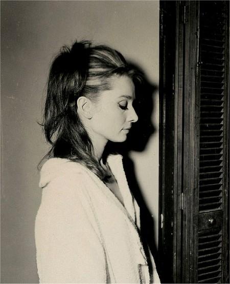Средние прически Одри Хепберн своими руками фото и видео инструкции