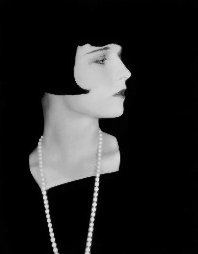 Короткая стрижка каре челкой Луизы Брукс фото репортаж из прошлого