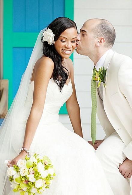 Свадебные длинные прически с одним цветком фото материалы