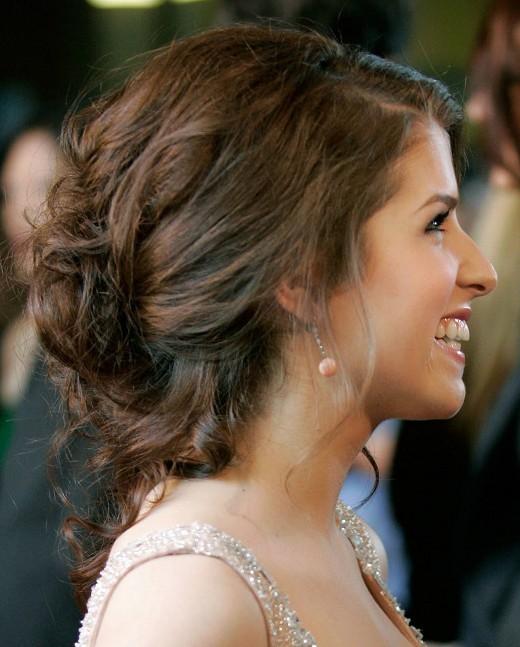 Вечерние варианты причесок от знаменитостей для невест фото и видео
