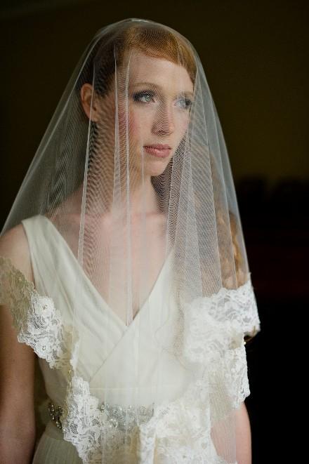 Средние свадебные прически со средней кружевной фатой фото